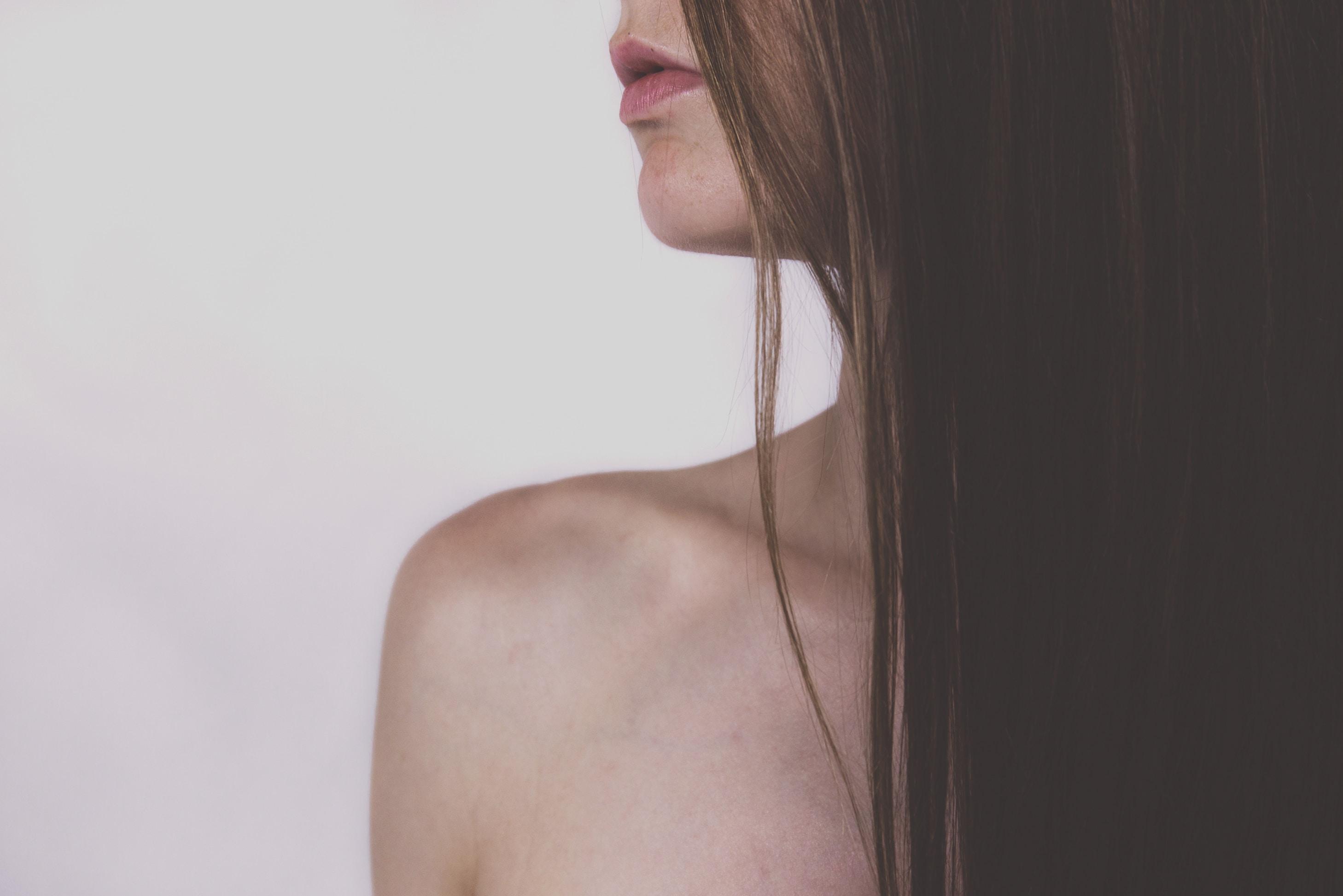 Podstawowe techniki przeszczepu włosów oraz ich wady i zalety