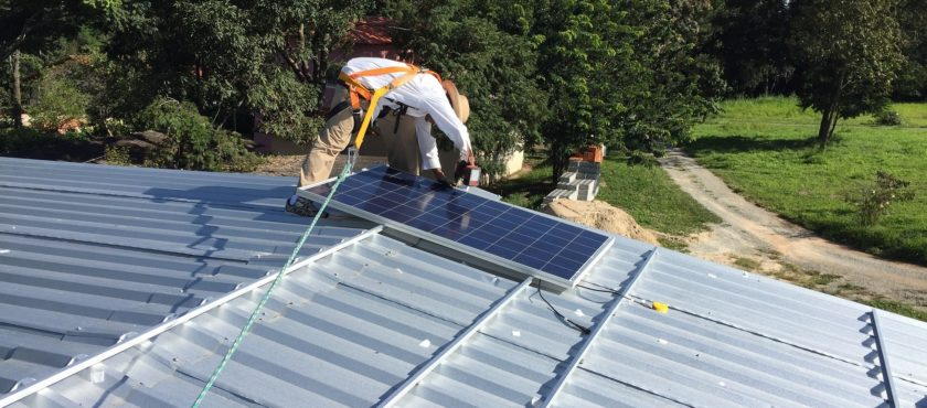 Sprzedaż i montaż systemów fotowoltaicznych. Działanie i korzyści wynikające z instalacji paneli słonecznych.