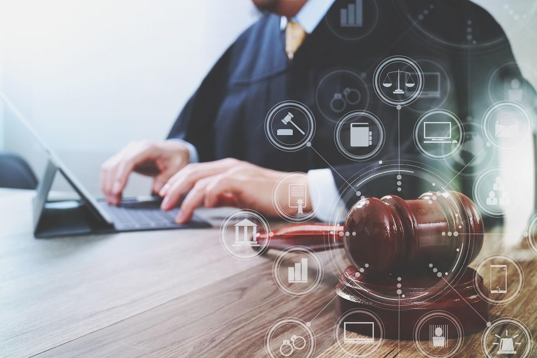 Jak znaleźć dobrego prawnika w Łodzi?