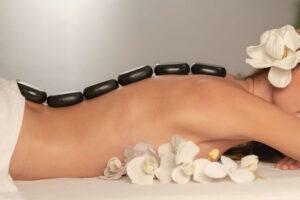 Ile kosztuje masaż gorącymi kamieniami?